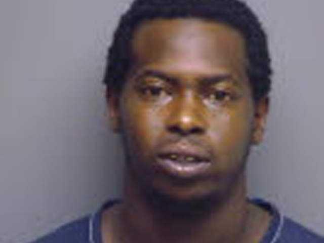 26-åriga Charles Baker gick till naken till attack och åt av sitt offer.