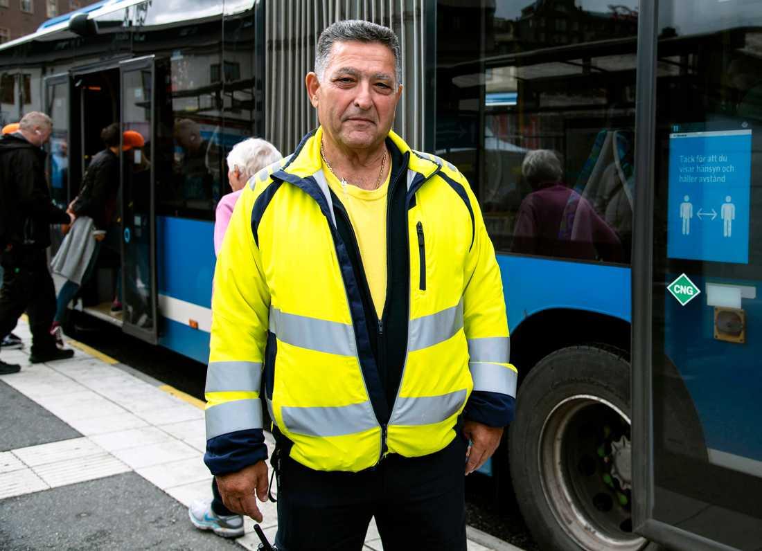 Pierre Mokdasi, 67, busschaufför och servicevärd.
