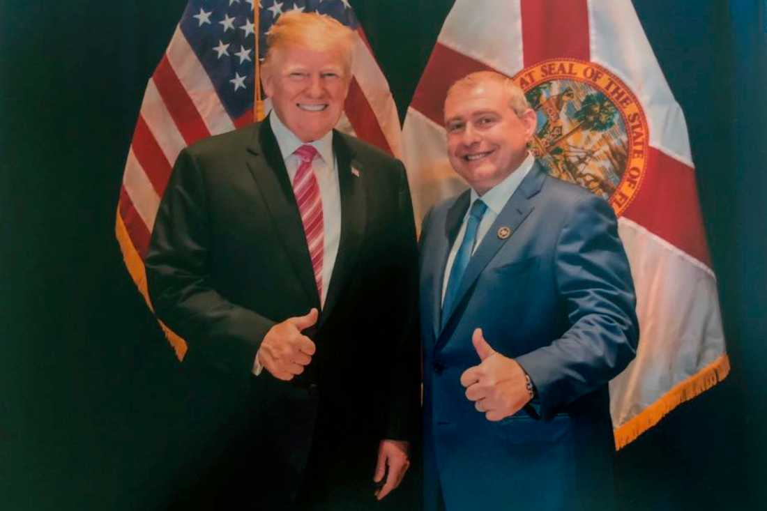 En odaterad bild på Donald Trump och Lev Parnas.