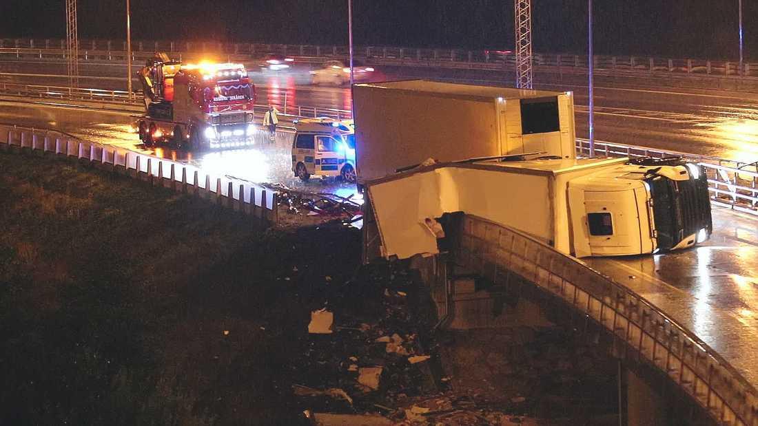 Lastbilsolycka E18 vid Tensta/Rinkeby.