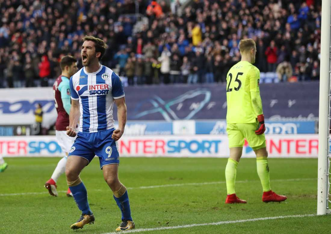 Will Grigg firar ett av två mål mot West Ham.
