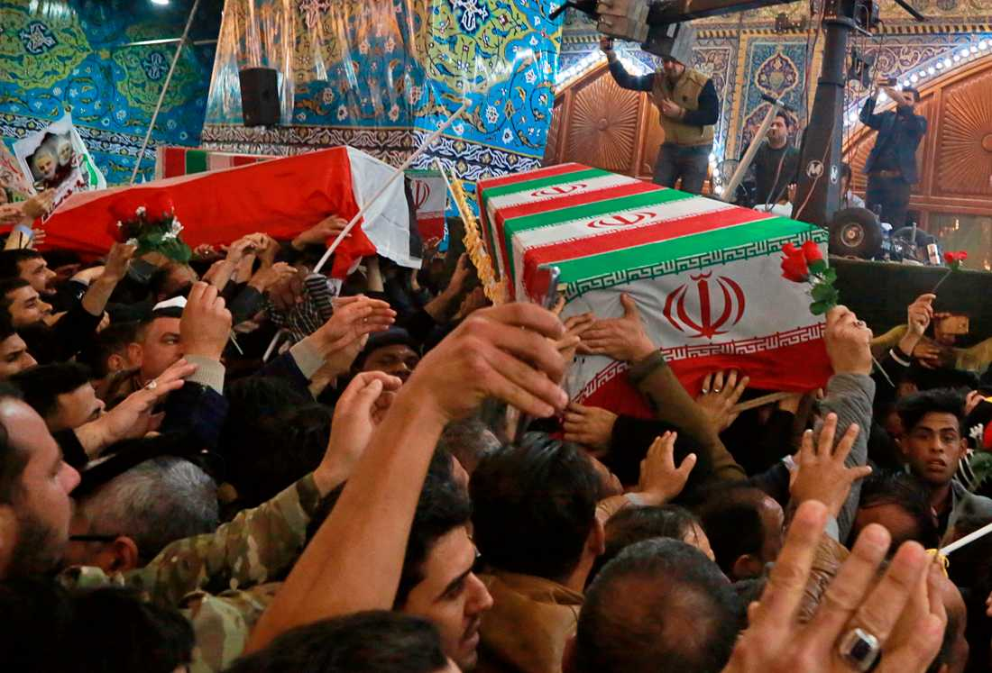 Qassem Soleimanis kista bars genom gatorna i Irak.
