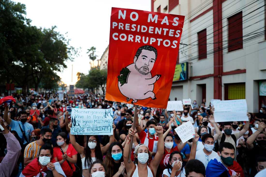Demonstration mot president Mario Abdo Benítez i Paraguays huvudstad Asunción på lördagen.