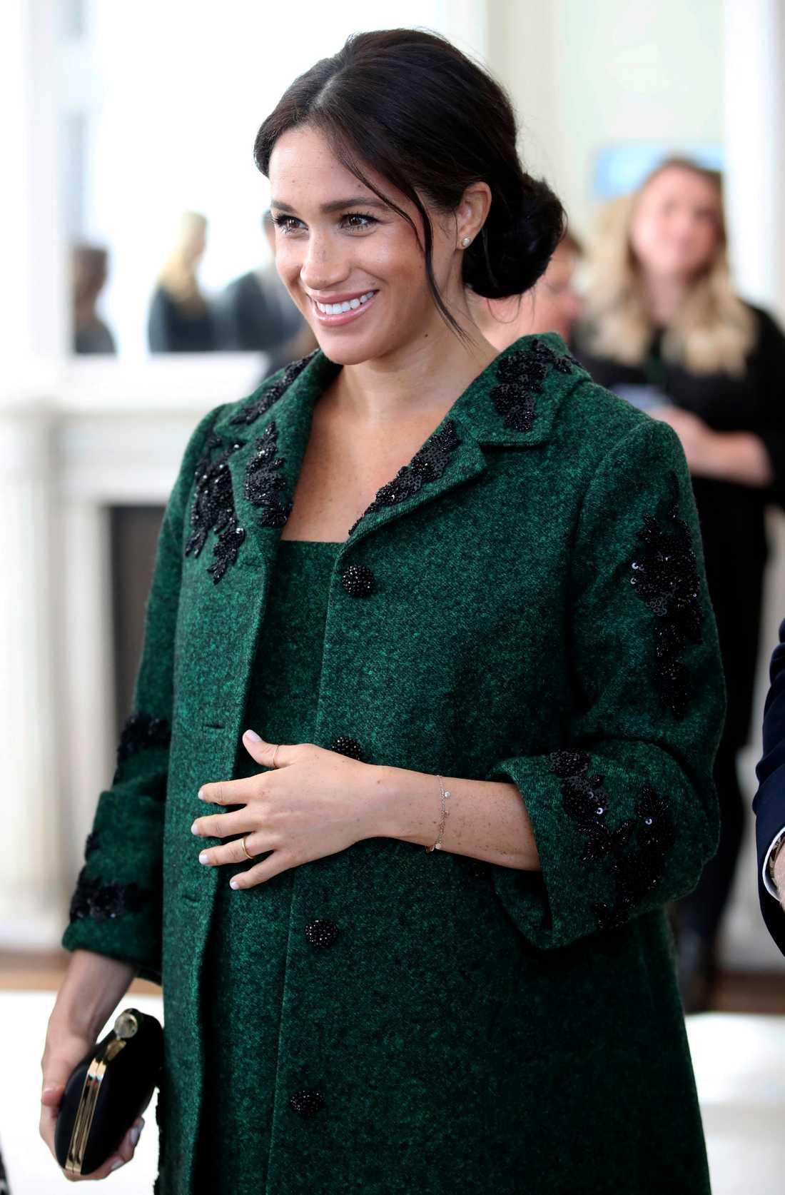 Meghan, hertiginna av Sussex, väntar barn tillsammans med sin prins Harry. Deras nystartade Instagramkonto har på kort tid fått över fyra miljoner följare.