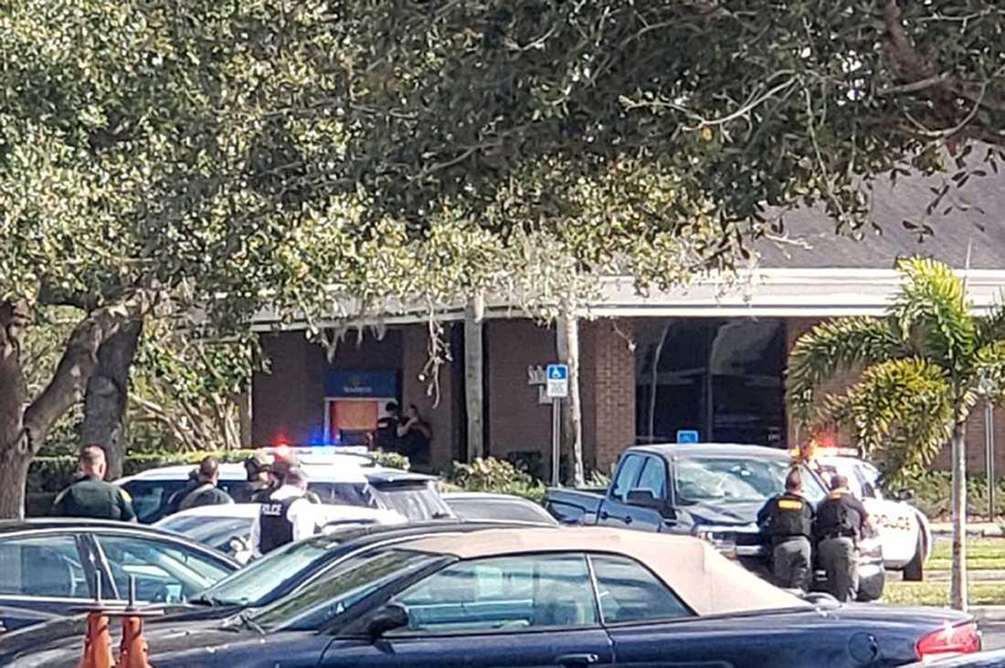 21-årigen ringde själv polisen och berättade att han sköt inne på SunTrust-bank.