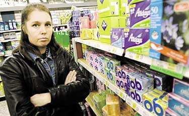 FÖR DYRT  Tillverkarna är inte bara hutlösa i sin prissättning, de är också extremt kvinnoförnedrande i sin marknadsföring,  skriver Kajsa Kallio.