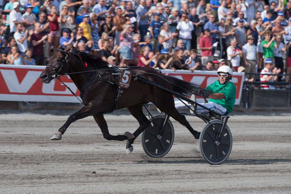 Här vinner Urlo Dei Venti och Enrico Bellei Oslo Grand Prix överlägset.