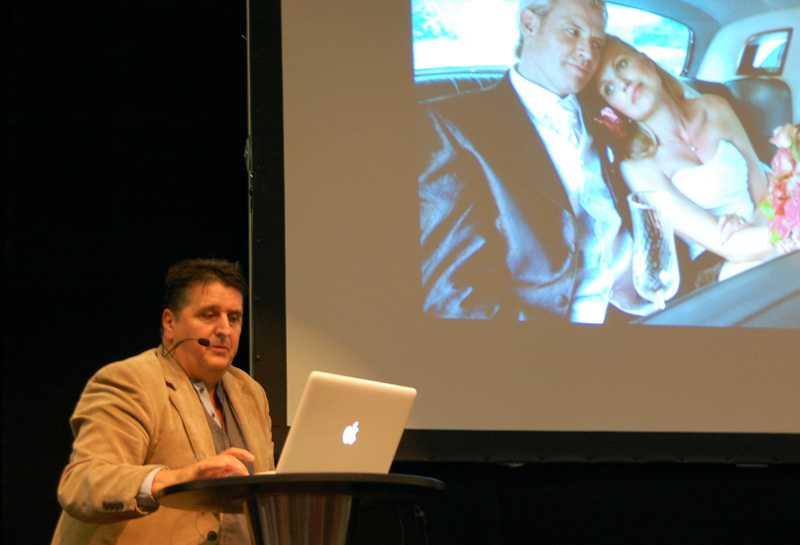 Mark Earthy föreläser om bröllopsbilder.