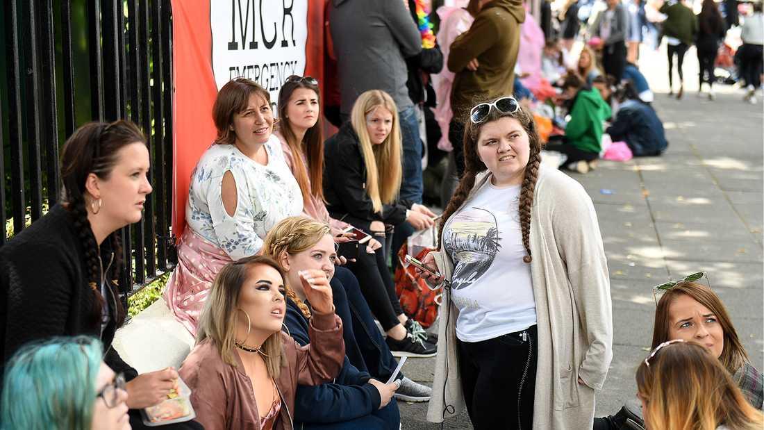 Fans väntar på One love-konserten i Manchester.