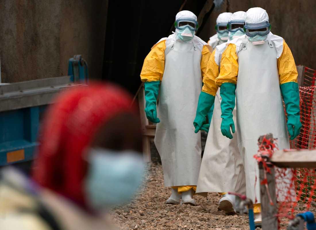 Hälsoarbetare i skyddskläder vid ett ebolacenter i Beni i Kongo-Kinshasa. Arkivbild.