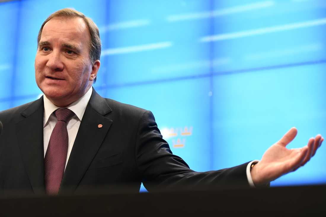 Stefan Löfven möter pressen efter sitt möte med talmannen Anrdeas Norlén.