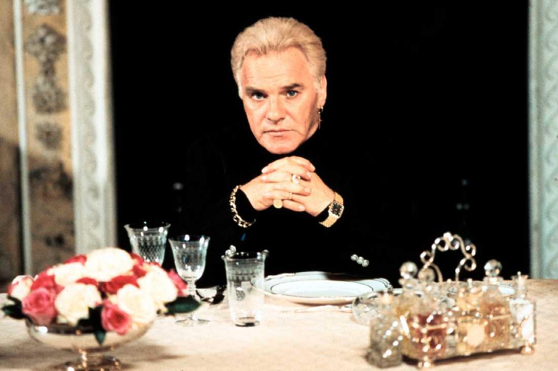 """Freddie Starr i rollen som Lance Izzard i filmen """"Dödligt dubbelspel"""", 1997."""