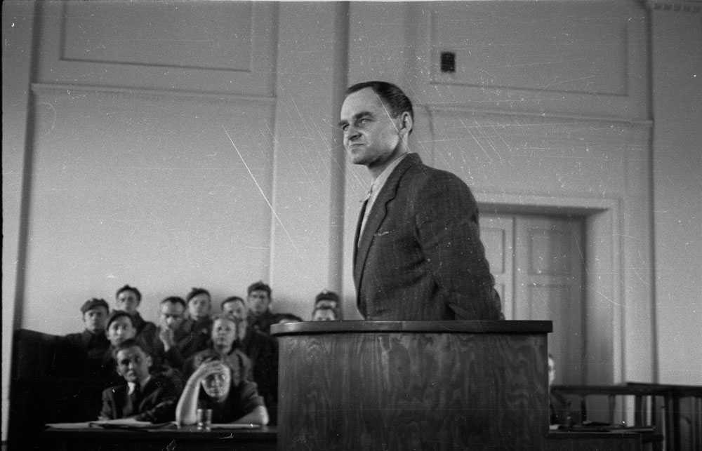 Witold Pilecki levde i Auschwitz i två och ett halvt år och det han avslöjade för de allierade styrkorna var så hemskt att de först trodde att det inte var sant. Här vittnar han inför rätten i Warszawa i mars 1948.