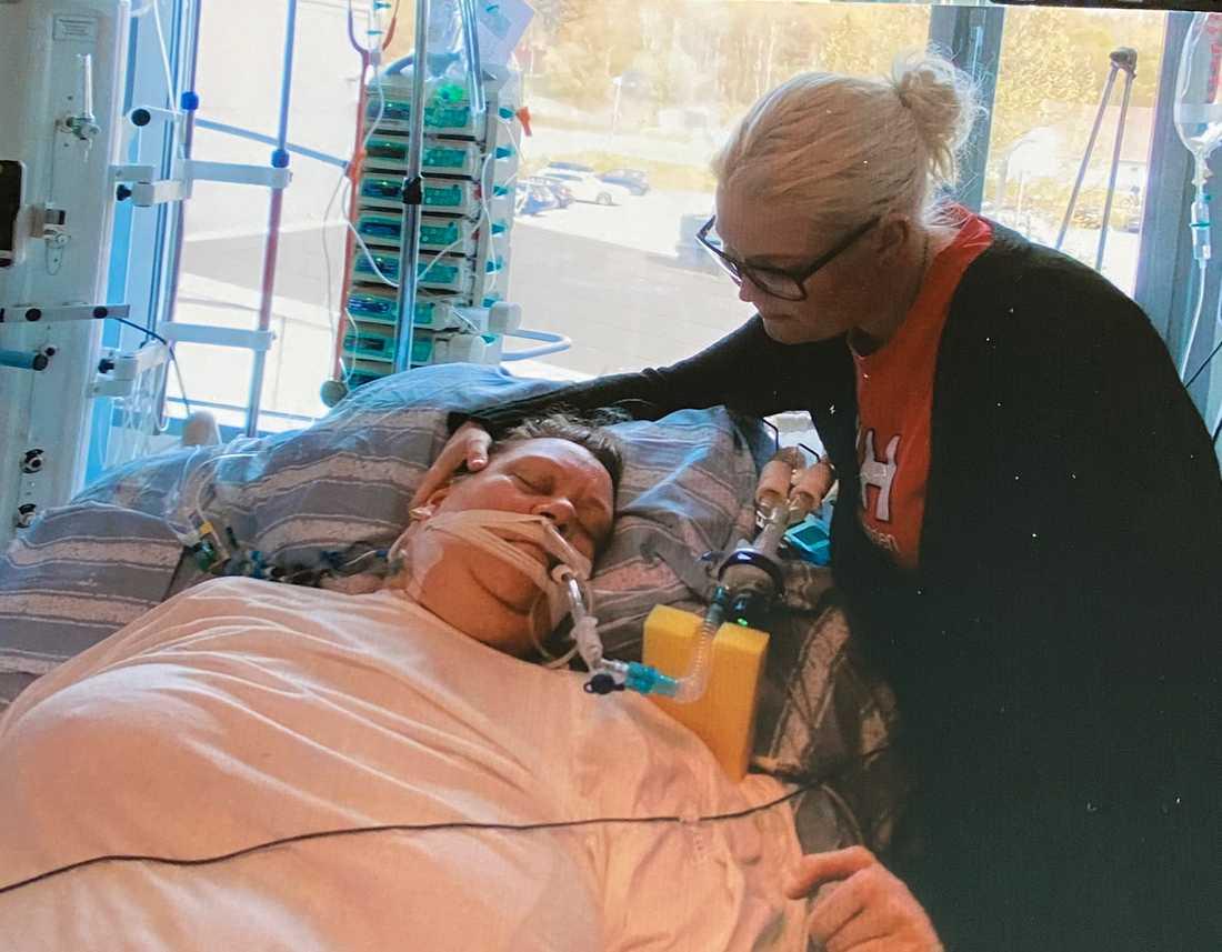 Anna-Lena Lernhede knivhöggs till döds. Här med dottern Mari.