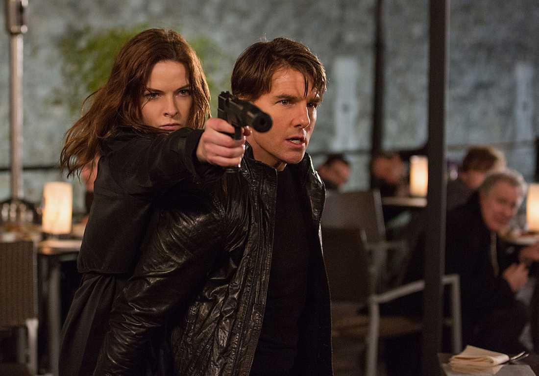"Rebecca Ferguson och Tom Cruise i nya ""Mission: Impossible: Rogue Nation,"""