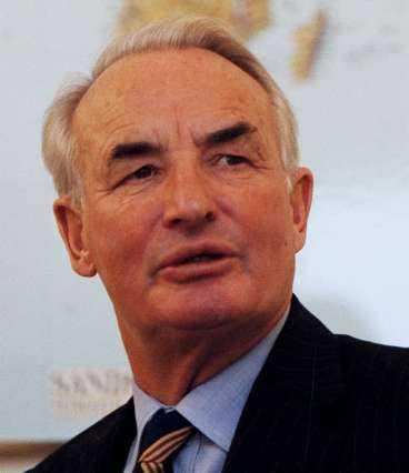 Adolf Lundin får tillsammans med resten av familjen Lundin drygt 1 miljard för sina aktier.