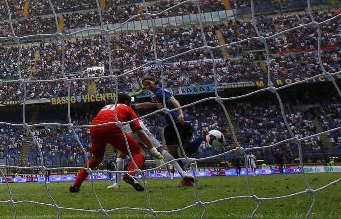 Sista målet i Italien, en klack i hörnet i sista omgången gav skytteligatiteln 2008-2009 med 25 mål.