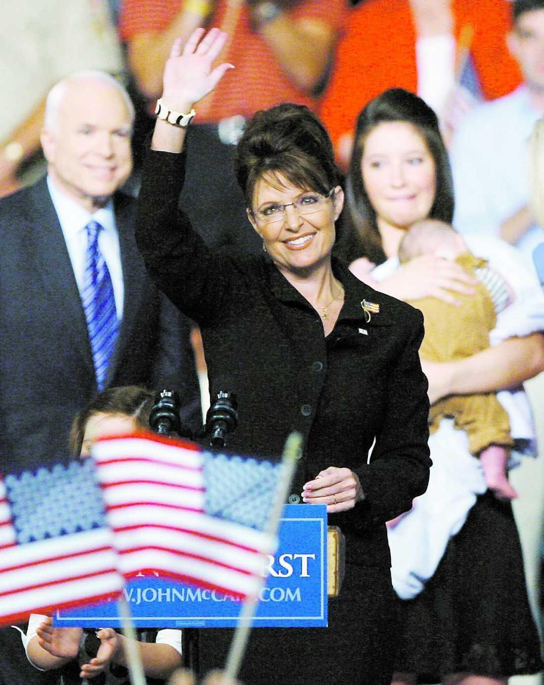 McCain-kampanjen tvingades i går kväll avslöja att Sarah Palin ska bli mormor. Skandalen är bara en av flera som framkommit om familjen.