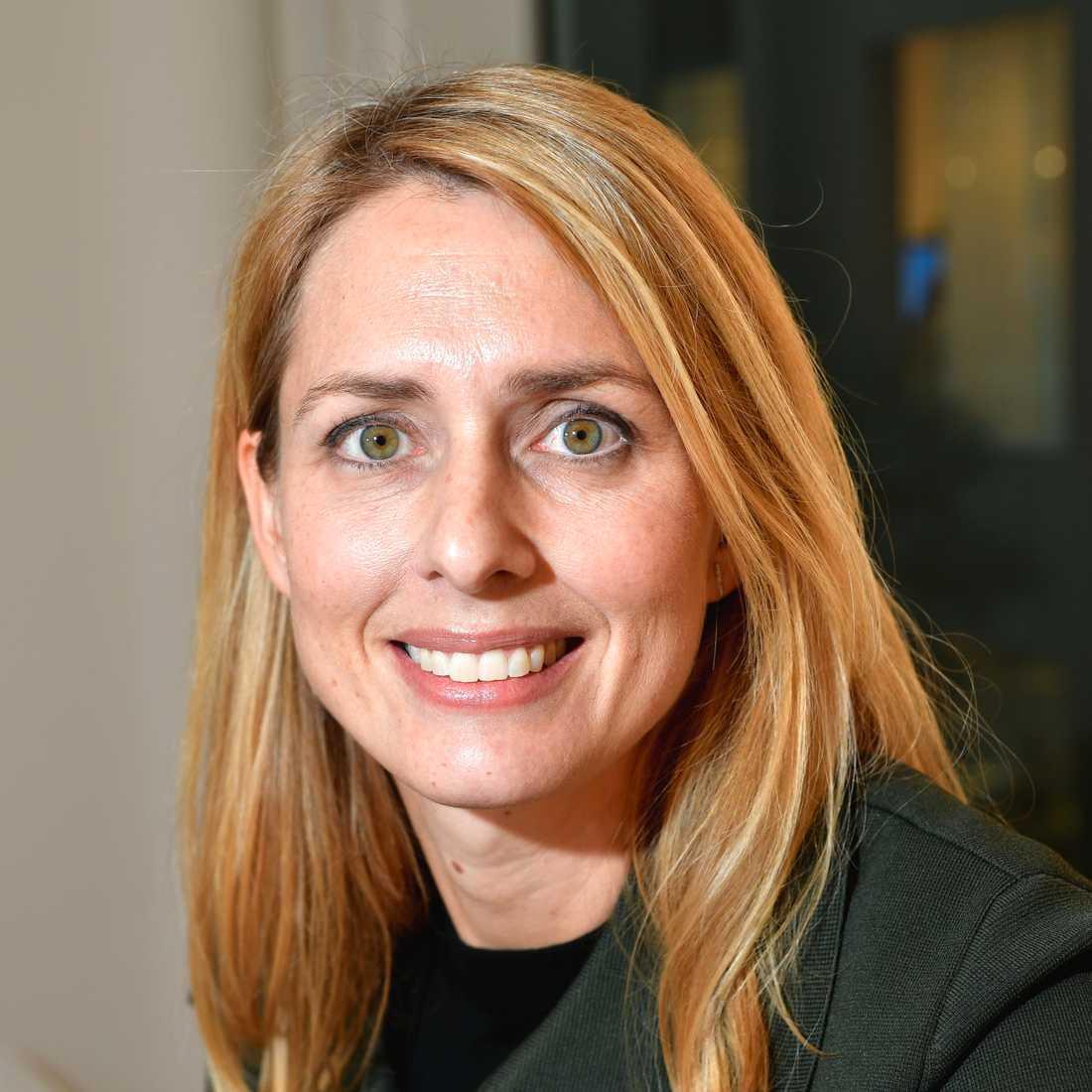 H&M:s vd Helena Helmersson meddelar att de ansvariga för namnet har arbetsbefriats i väntan på att händelsen utreds.