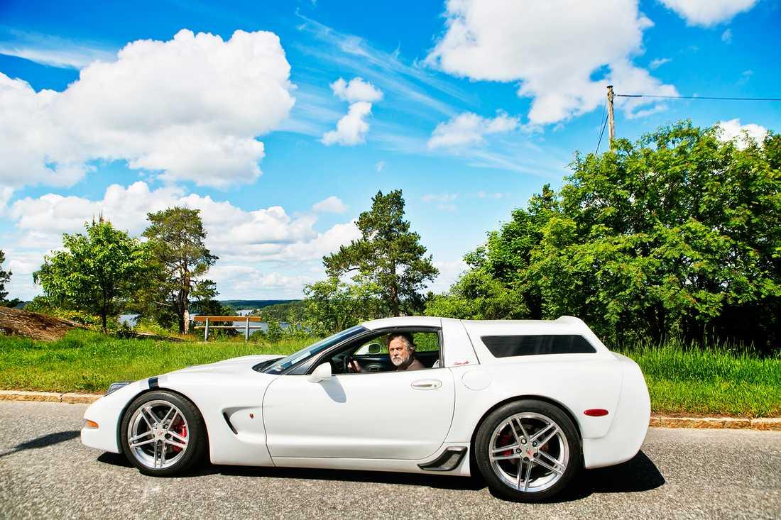 Robert Aftén i sin senaste egenbyggda herrgårds-Corvette, med C6Z06/R-fälgar.