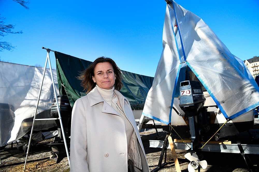 Isabella Lövin vill uppmuntra båtägare att byta ut gamla tvåtaktsmotorer.