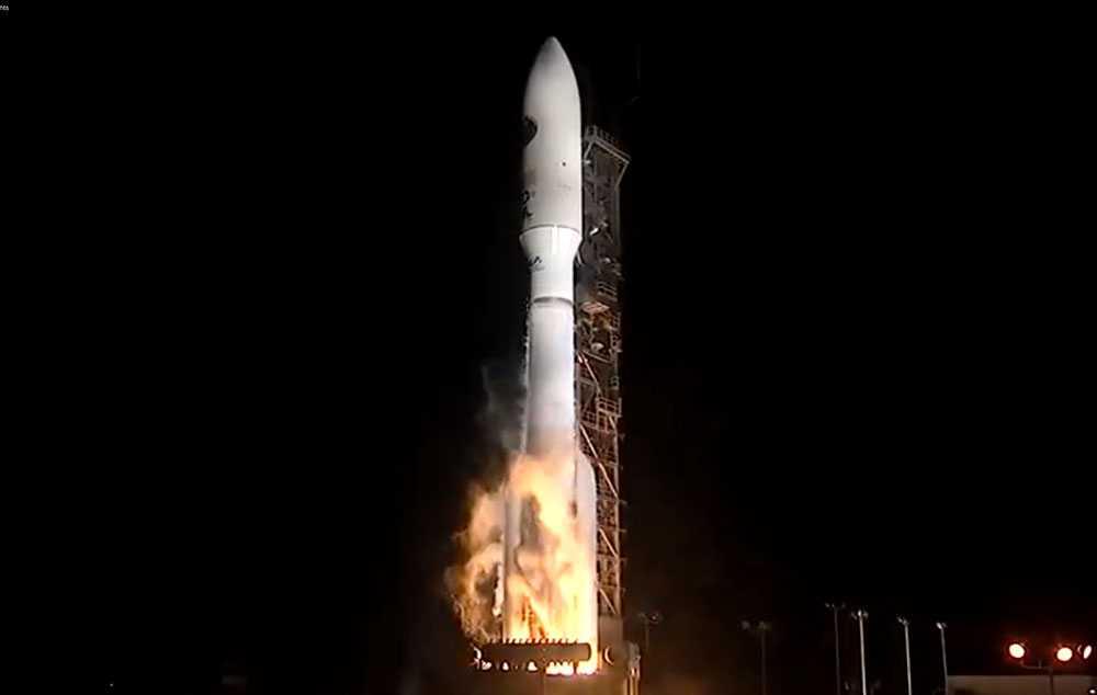 Här skjuts satelliten NROL-35 upp från Vandenberg Air Force Base i Kalifornien.