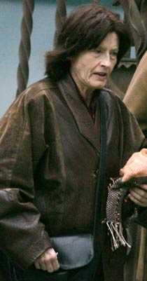 Världens äldsta förstföderska Carmen Bousada, 69, är död.