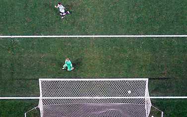 MÅL! Leo Messi Argentinas superstjärna lurar ner Jasper Cillessen.