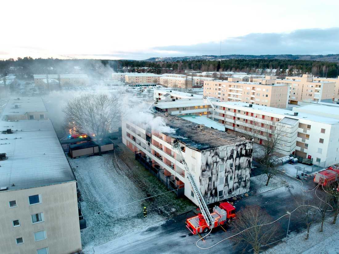 En 21-årig man döms till fängelse för grov mordbrand efter storbranden i Skövde tidigare i år. Arkivbild.