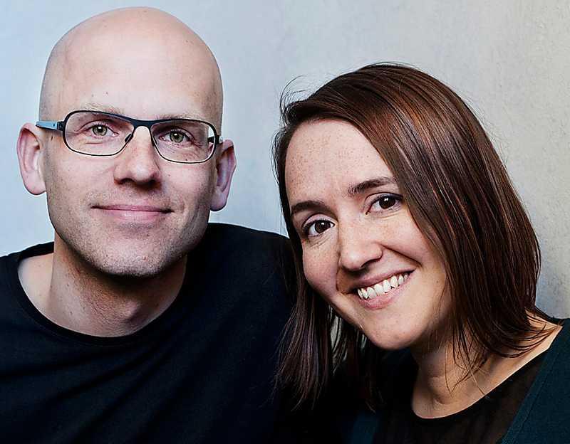 Författarna Andreas Ekström och Johanna Koljonen. Foto: Sofia Runarsdotter