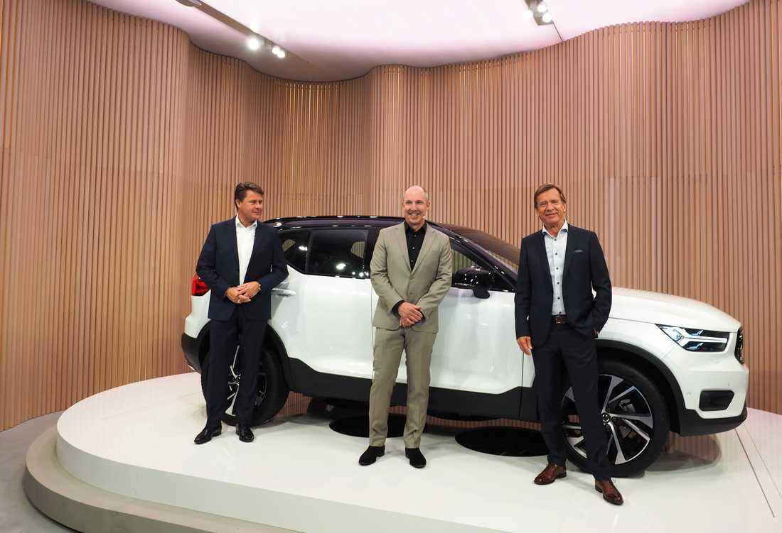 Volvo Cars nya USA-chef Anders Gustafsson, designchefen Robin Page och vd:n Håkan Samuelsson vid lanseringen av nya Volvo Xc40 i Milano.