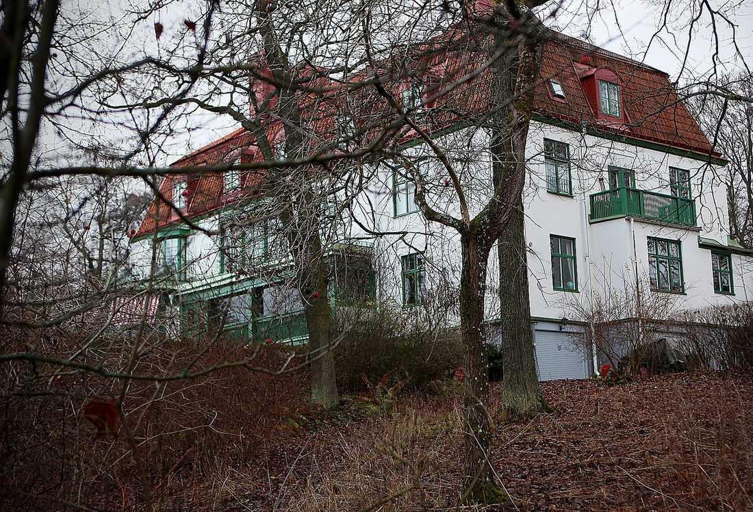 Det slottsliknande huset på Djurgården i Stockholm är över 700 kvadratmeter stort – och om allt går som hovet vill kan det bli Madeleines.