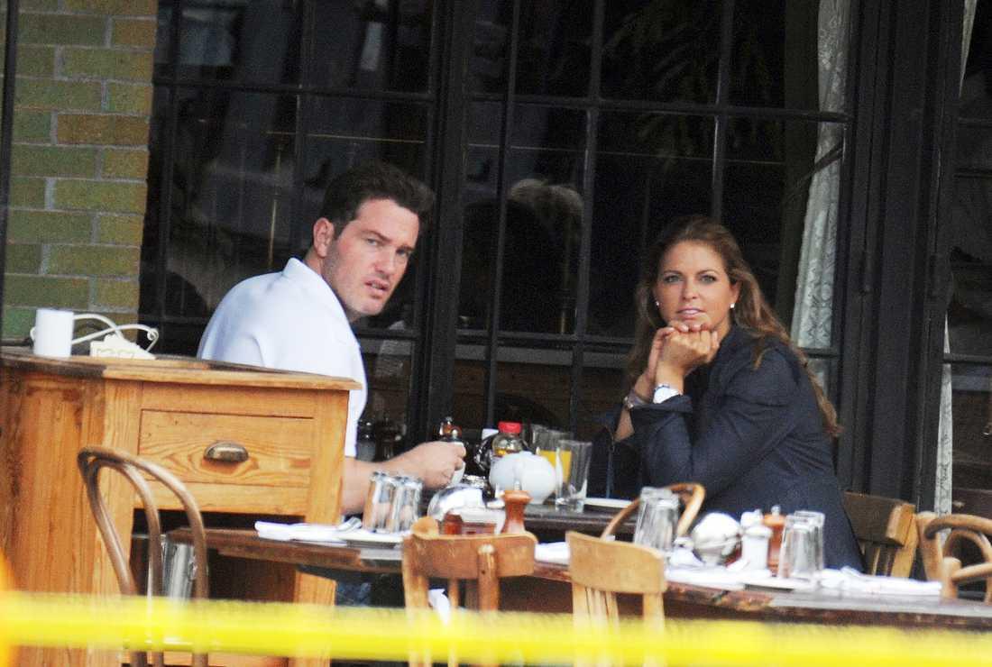 Chris och Madeleine tar en lunch i New York.