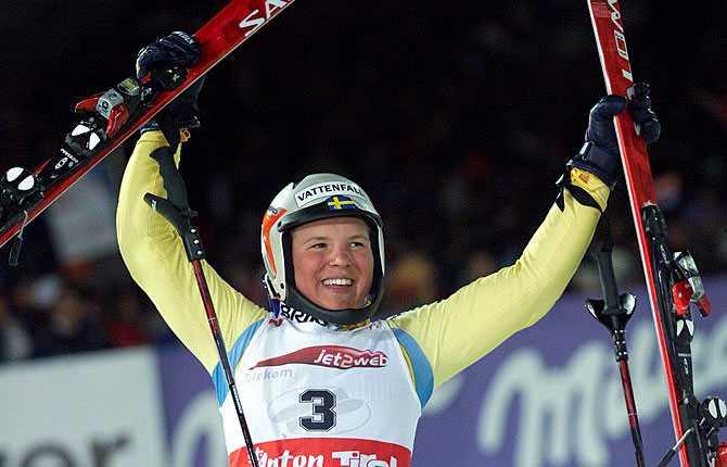 Första guldet Anja vinner slalomen i VM i St Anton 2001.