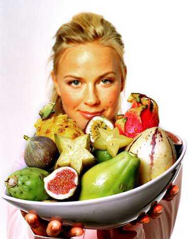 mat för ögonen Fet fisk, frukt och grönsaker, mörk choklad, nötter, grönt te och rödvin är exempel på sådant som är bra för dina ögon. Allt enligt den finska ögonläkaren Hillevi Blomster.