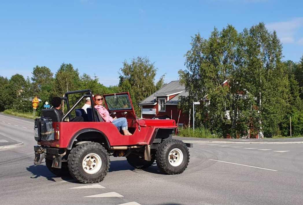 Aktivitetsansvariga Jolanda de Nekker (i rosa) fick åka med.