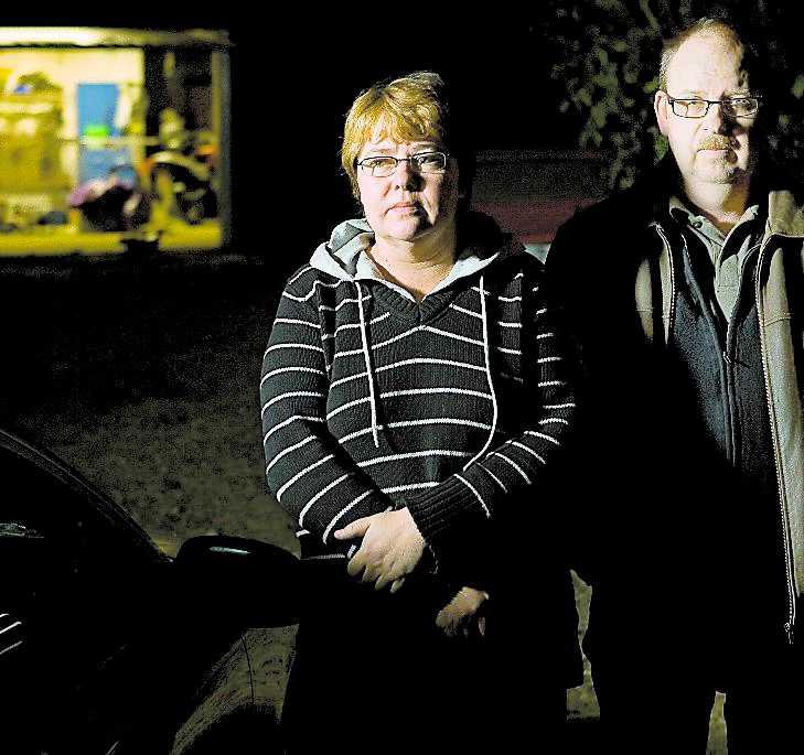 """""""ge dem lite bensin"""" Polisen rådde Susanne Lundmark och hennes man att förse tjuvarna med bensin för att få dem att ge sig av."""