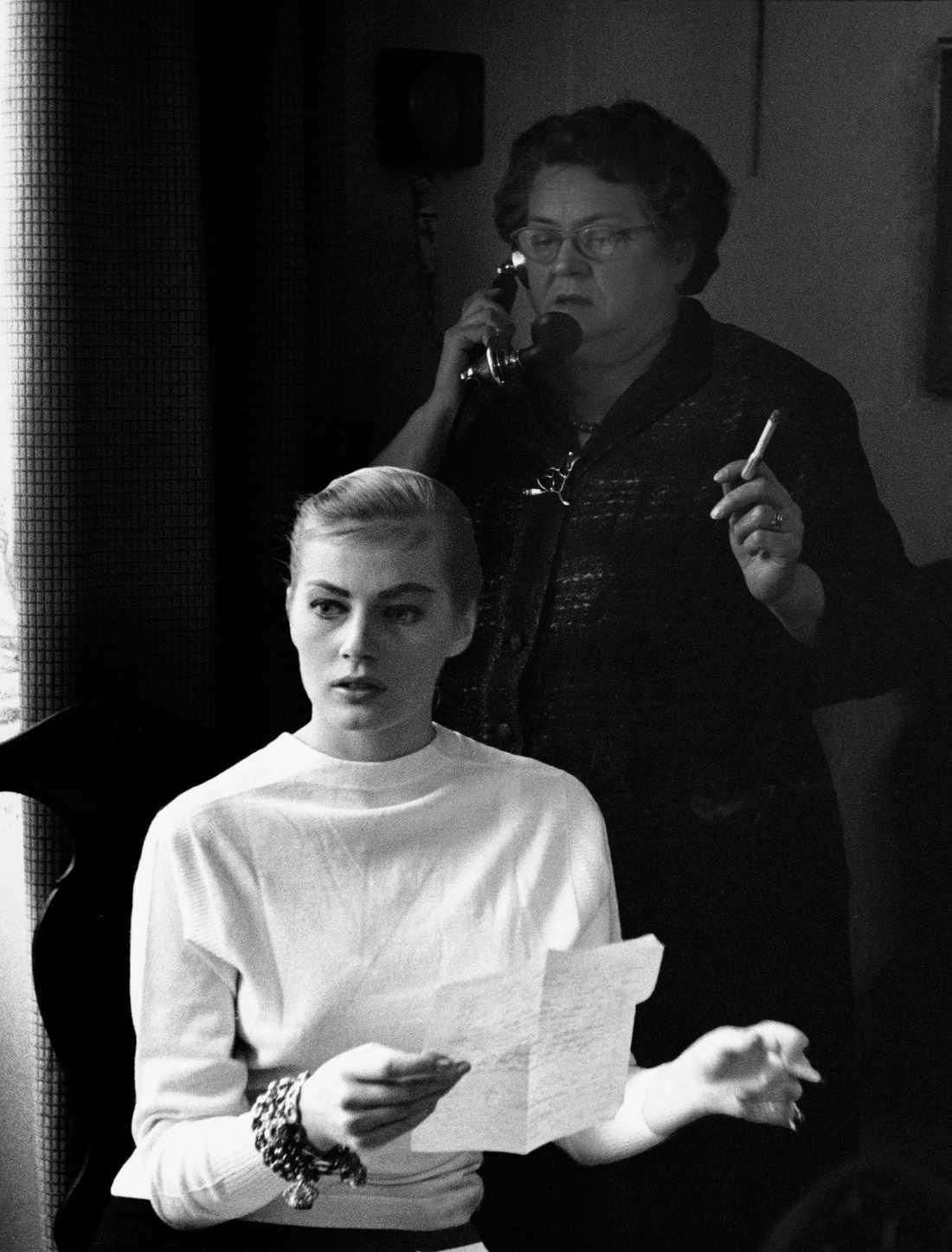Anita Ekberg med sin mamma.