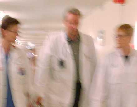 En läkare i antologin jämför sitt jobb med det löpande bandet på en Toyotafabrik.