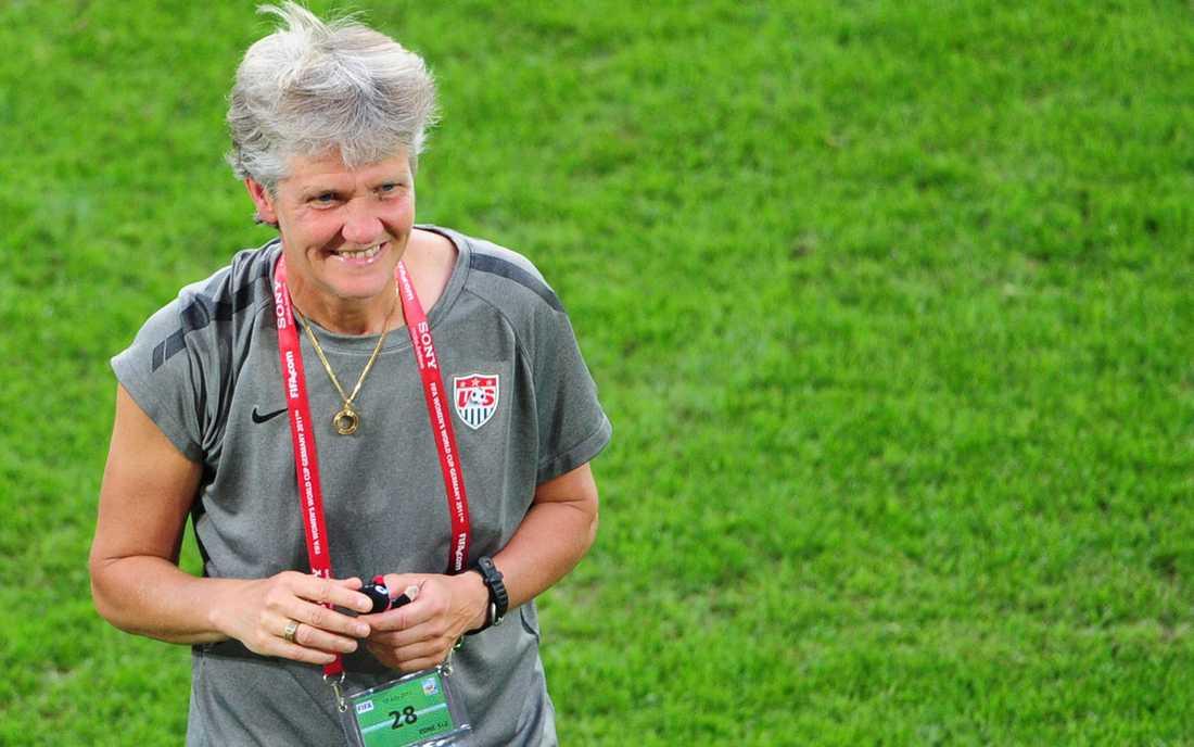 Älskad coach Pia Sundhage ledde USA:s damlandslag i fotboll till OS-guld 2008 och var nära på att vinna VM-guld 2011. Vid årsskiftet går hennes kontrakt ut i USA och  förhoppningarna är stora på att hon därefter vill leda det svenska laget till guld.