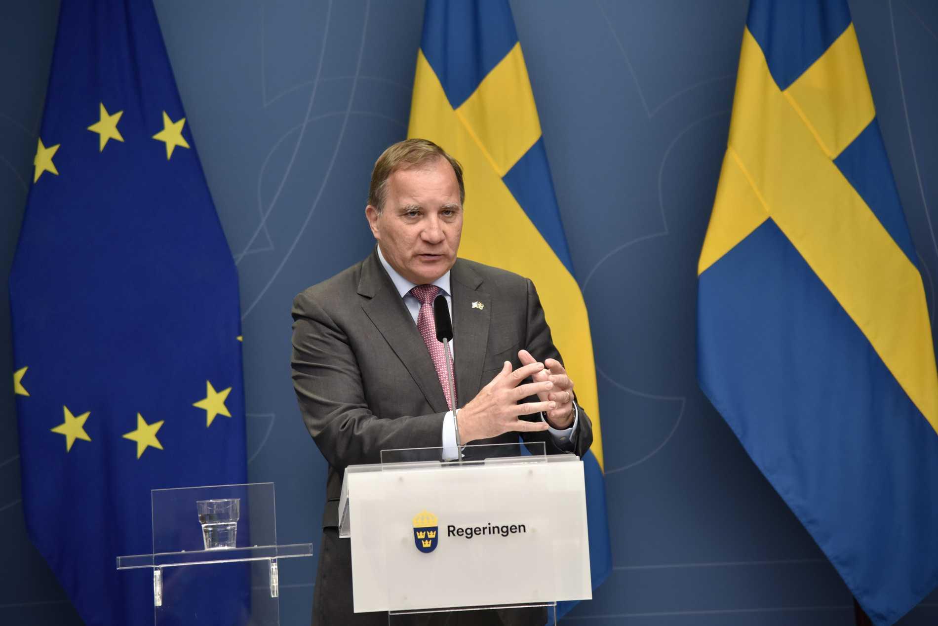 Statsminister Stefan Löfven under söndagens blixtinkallade pressmöte.