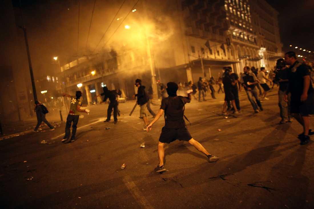 Polisen har förlorat kontrollen. Protesterna i Aten övergick i natt till anarki.