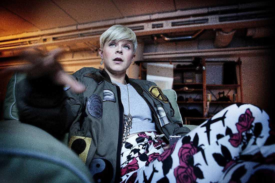 """Robyn berättar om sina svåra år i en intervju i DN, och beskriver åren mellan 16 och 22 som """"bajs""""."""