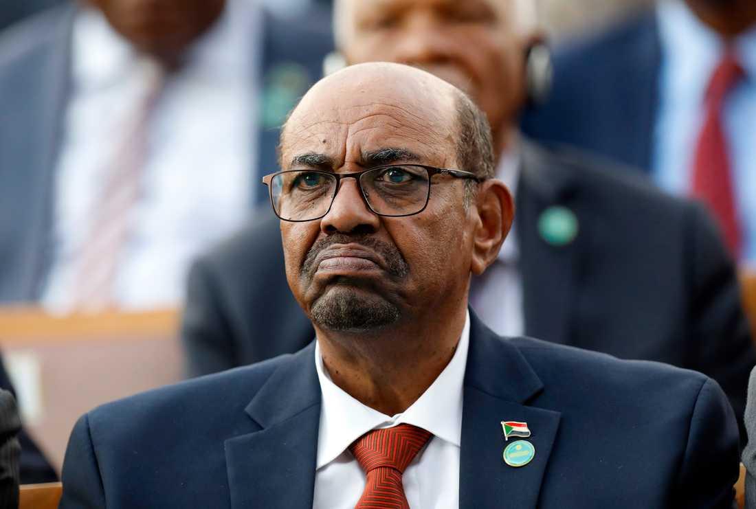 Omar al-Bashir vid ett besök hos sin kollega, Turkiets president Recep Tayyip Erdogan, för tre veckor sedan.