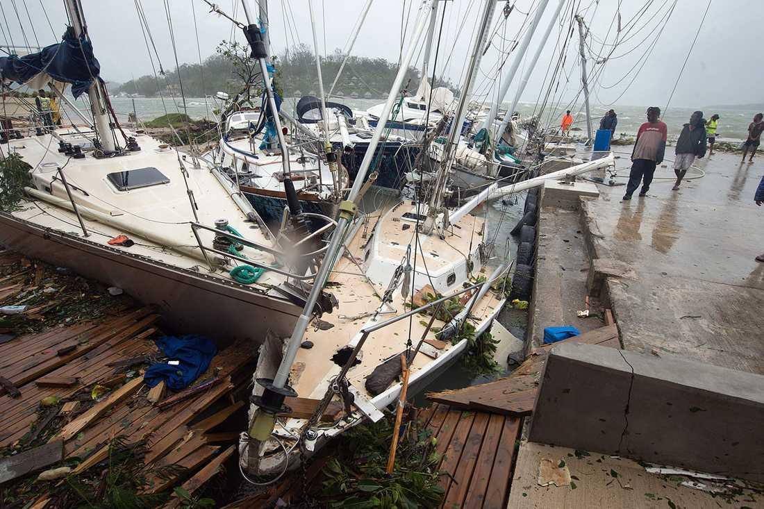 Stor förödelse i Port Vilas hamn.