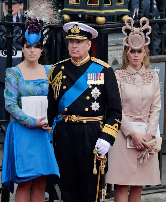 Prinsessan Eugenie, Prins Andrew och prinsessan Beatrice på prins Williams och Kates bröllop 2011.