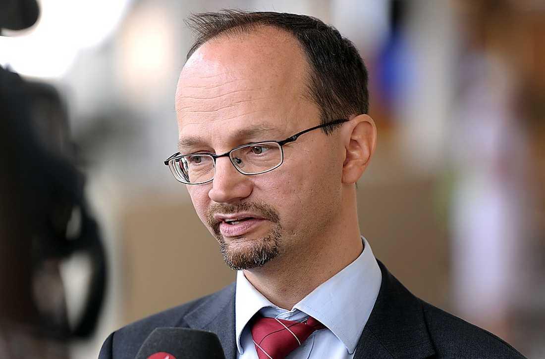 Tomas Eneroth, 45, riksdagsledamot, talesperson i socialförsäkringsfrågor: Ligger i mitten av partiet, gillas såväl av vänster- som högerfalangen. Lite mer vänster än höger.