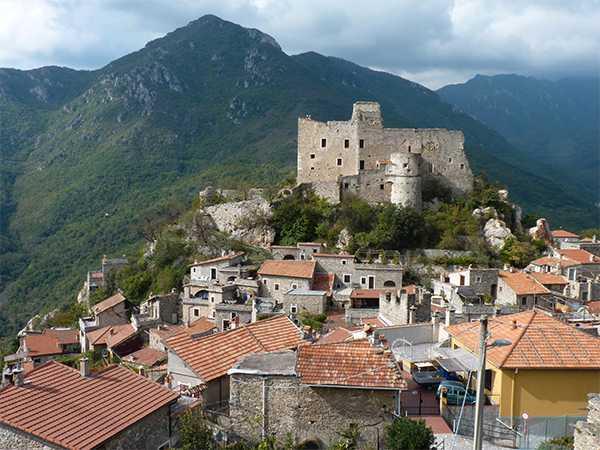 Castelvecchio di Rocca Barbena - här görs olivolja av bästa kvalitet.