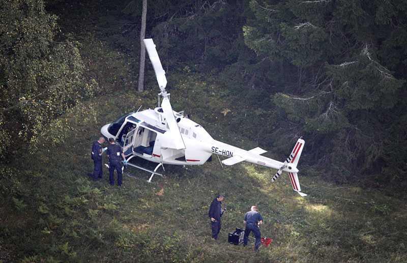 Rånarnas flykthelikopter hittades så småningom i Arninge. Nu visar det sig att polis och åklagare har missat ett ögonvittne som såg helikopterpiloten när rånarna flydde.