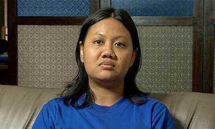 Pipit Ambamira, dotter till Leo, kan inte bli polis, lärare eller få statligt jobb. Övervakas.